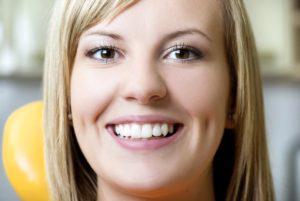 見えない!若者に人気の舌側矯正(ぜっそくきょうせい)の治療方法と費用