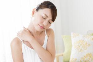 歯列矯正で肩こりが治る?意外と知らない歯並びと肩こりの関係性