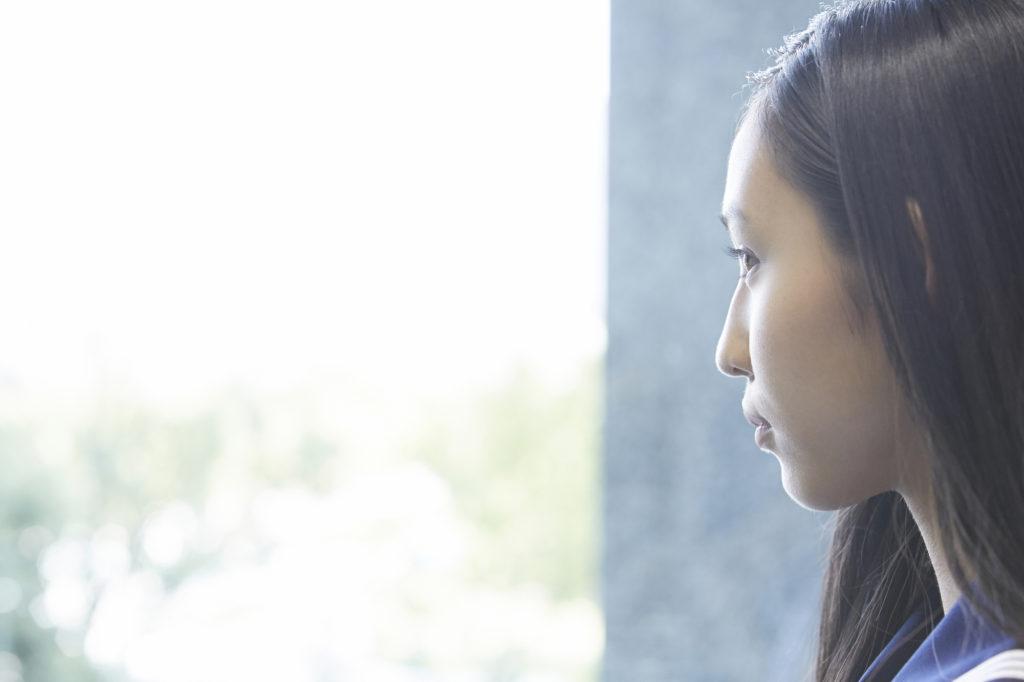 アジア人女性の横顔