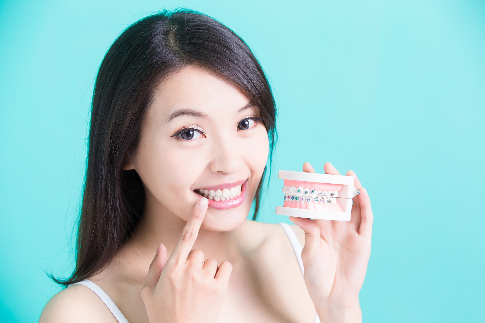 歯並びを改善!矯正治療の種類や費用、自宅でできる改善法MFTとは?