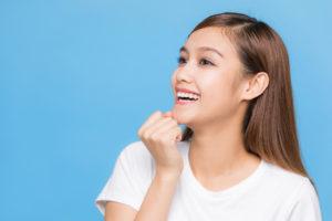 前歯の矯正方法は?気になる歯並びだけを治療できる部分矯正を解説