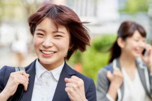 目立たない裏側矯正で歯を整える!新宿駅から徒歩で通える歯医者さん